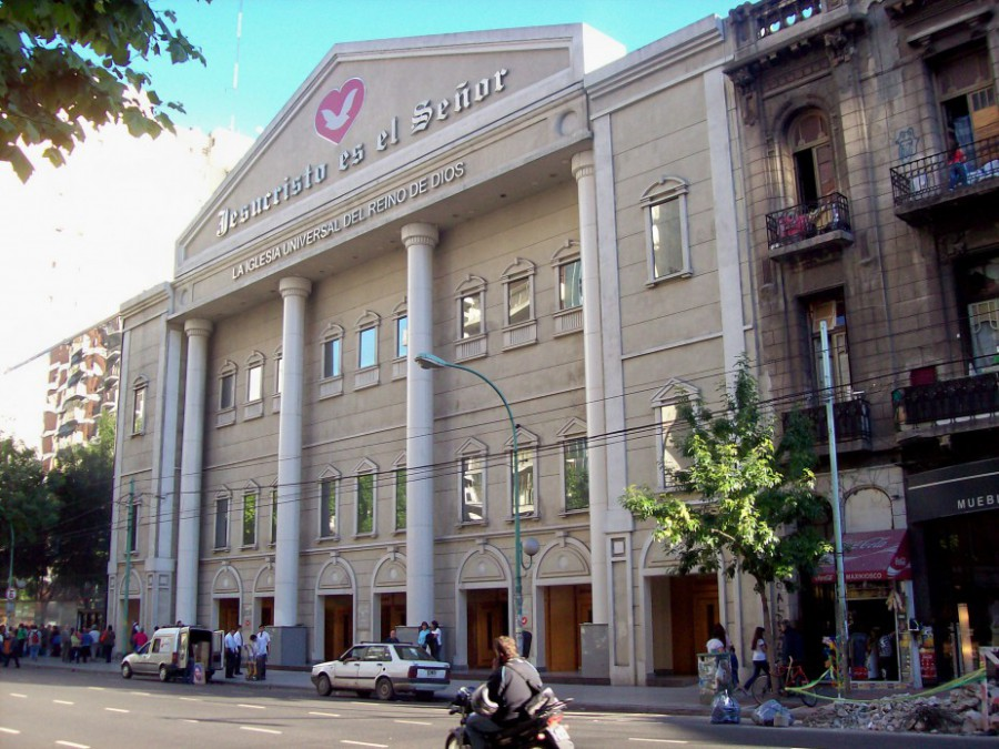 A Iglesia Universal brand in Buenos Aires, Argentina (Credit: Roberto Fiadone/wikimedia commons)