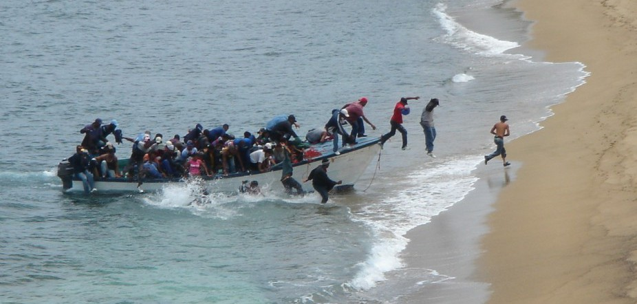 US Customs and Border Protection aid a group of migrants (Photo: US Customs and Border Protection).