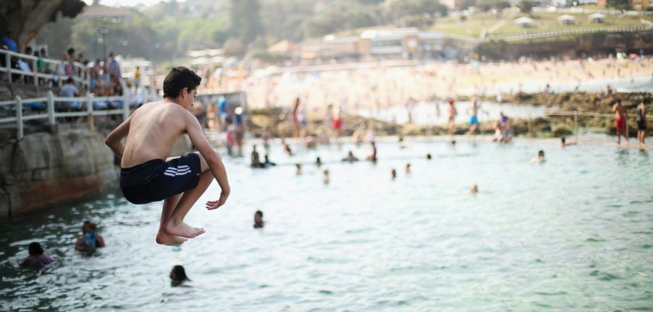 Sydneysiders Flock To Beach To Escape The Heat