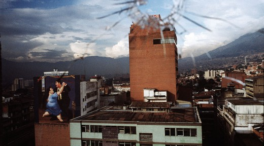 BALA PERDIDA. CENTRO DE MEDELLIN, ANTIOQUIA. 3 DE JULIO, 2002.