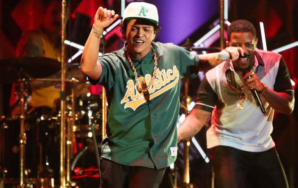 LOS ANGELES, CA - DECEMBER 02:  Bruno Mars performs on stage during the 102.7 KIIS FM's Jingle Ball 2016 at Staples Center on December 02, 2016 in Los Angeles, California  (Photo by Christopher Polk/Getty Images for iHeartMedia)