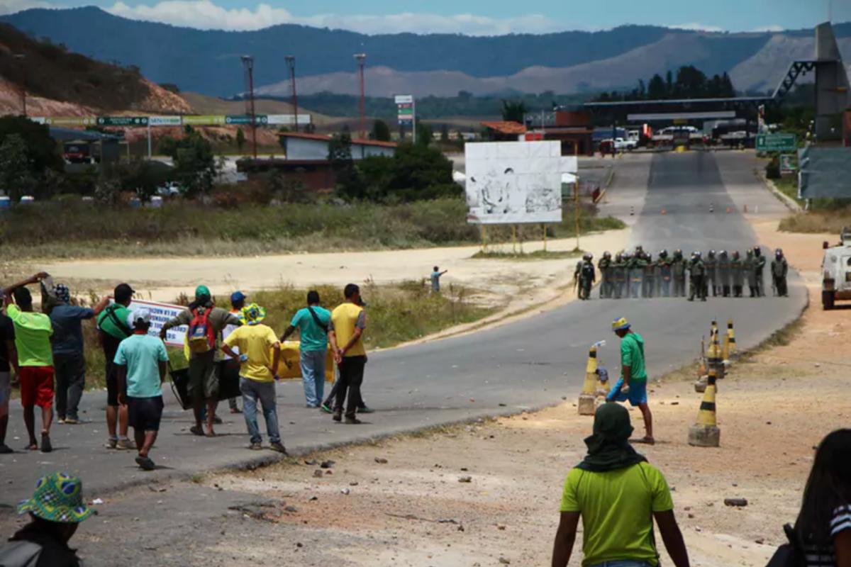 """Résultat de recherche d'images pour """"brazil, political, violence, migrants, migrants, brasil, venezuela,"""""""